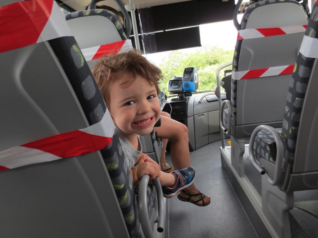 Dany dans le bus...